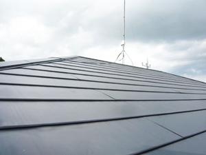 屋根カバー工法 横暖ルーフきわみ 工事後の外観写真