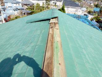 袖ヶ浦市 板金工事 強風で棟板金が飛散 施工前