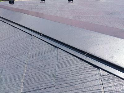 川崎市宮前区 釘が浮いてしまった棟板金補修|ガルバリウム鋼板使用 施工前