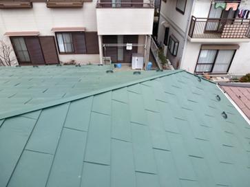 横浜市戸塚区 ガルバリウム鋼板の屋根材「タフルーフ」で屋根カバー工事 施工後
