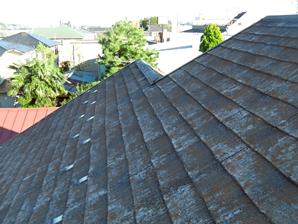 町田市 コケだらけの屋根を塗装でイメージチェンジ 施工前