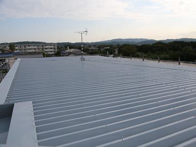 千葉県富津市 パチンコ店の屋根リフォーム 屋根カバーと外壁塗装 施工後