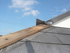 大田区 板金工事 台風や強風による被害 棟板金の飛散(過去事例)
