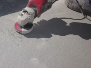 東京都文京区 アパート 陸屋根 防水工事 施工前の様子 1回目の仕上げ後研磨作業