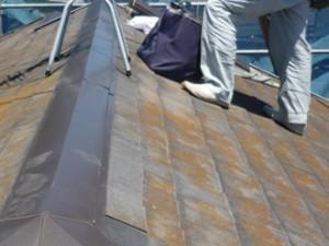 世田谷区 板金工事 樹脂貫板の上に棟板金を設置