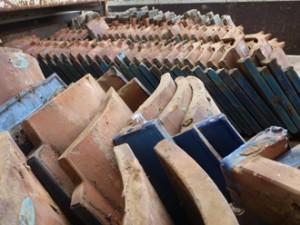 豊島区 軽くて地震に強いガルバリウム鋼板へ屋根葺き替え工事 トラックにきれいに並べられた瓦屋根
