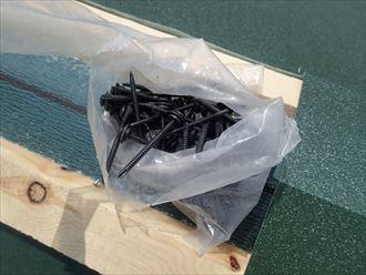 船橋市屋根カバー工事、屋根材敷設002