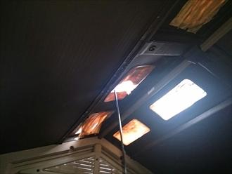 港南区、壊れた明かり取り