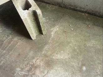 階段床のひび割れ