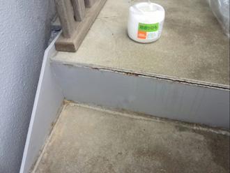 階段床のコーキングの劣化