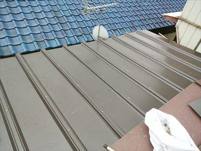 完全にカバールーフで覆われた既存屋根