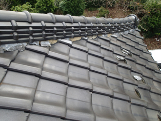 漆喰の剥がれ 屋根の上