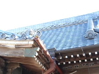 神社の瓦屋根