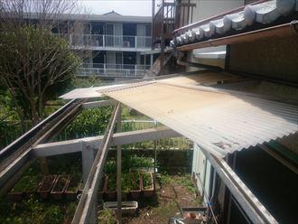 君津市で雪害によりベランダ屋根が破損