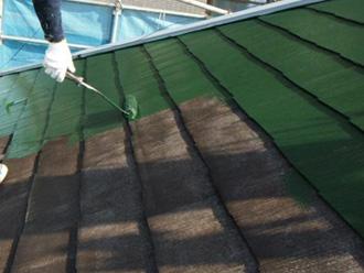 墨田区 屋根塗装 ルーフマイルドSiを使って中塗り