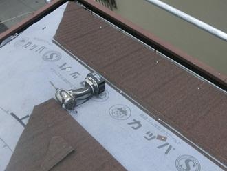 葛飾区 屋根カバー工法 屋根材(エコグラーニ)設置