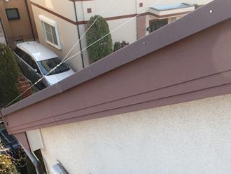 墨田区 破風板も塗膜が劣化して色褪せしている