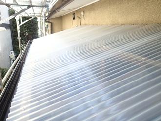 墨田区 波板の屋根修理 新しいポリカの波板に交換