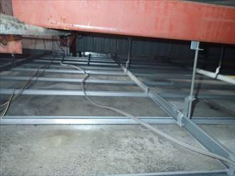 折板屋根,天井