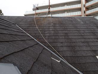 葛飾区 屋根塗装前 スレートが劣化し下地が露出している