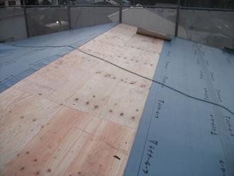 荒川区 屋根葺き替え工事 防水紙設置