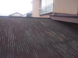 波板のトタン屋根
