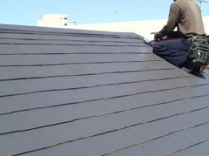 屋根カバー工法施工の様子