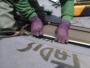 屋根材設置の様子