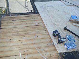 川崎市宮前区 下屋の屋根葺き替え工事 屋根材撤去