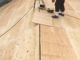屋根葺き替えの野地板に使われるコンパネ