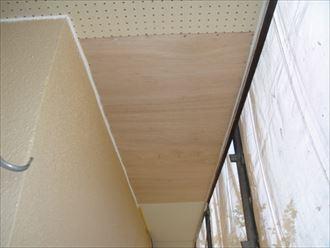 軒天に使われるベニヤ板