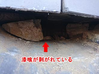 江東区 漆喰が剥がれて土が流出している