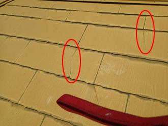 川崎市宮前区 スレート屋根のカバー工法 工事前は屋根材のひび割れが目立つ