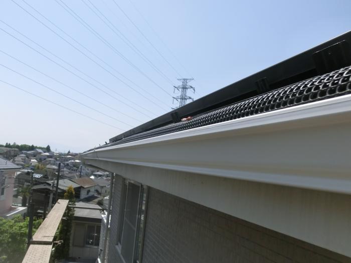 川崎市幸区 雨樋交換と落ち葉除けネット設置 完了