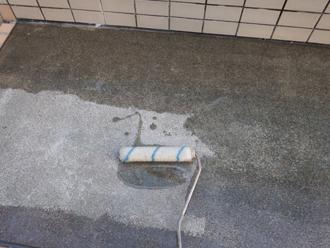 墨田区 ウレタン防水工事 下塗りのプライマー塗布