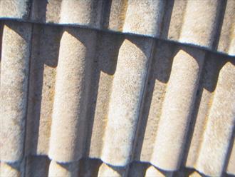 川崎市幸区 モニエル瓦の塗装 表面が劣化してざらついている