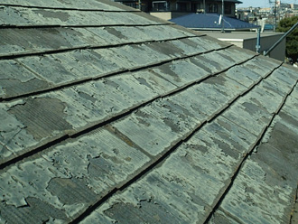 川崎市川崎区 屋根カバー工法前の屋根 塗膜が剥がれている