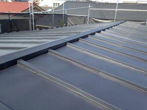 川崎市高津区で瓦棒屋根をガルバリウム鋼板で葺き替え工事