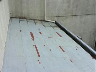 足立区 屋根葺き替え工事前は屋根材が傷んでいる