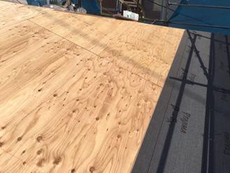 横浜市磯子区 屋根葺き替え工事 野地板と防水紙の取り付け