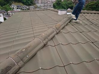 横浜市南区で廃盤で材料が取れないかわらUの棟を瓦へ積み替えます、施工前写真