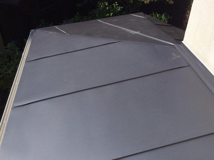 足立区 玄関庇の屋根葺き替え工事完了