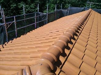 横浜市保土ヶ谷区で瓦屋根からジンカリウム鋼板のエコグラーニで葺き替え工事、施工前写真