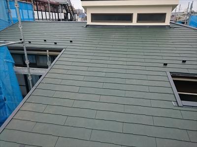 横浜市神奈川区で雨漏りしている屋根をケイミューのコロニアルで葺き替え工事、施工後写真