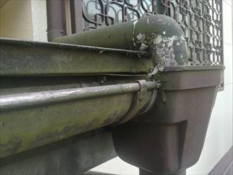 雨樋の塗膜剥がれ