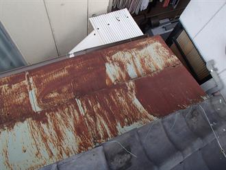 鉄部屋根の錆