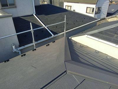 屋根カバー工法後の金属屋根