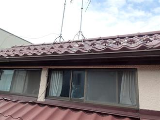 屋根の塗膜剥がれ