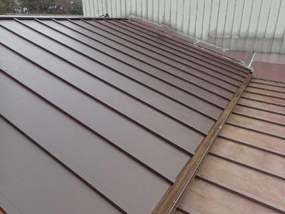 葺きかえられたトタン屋根