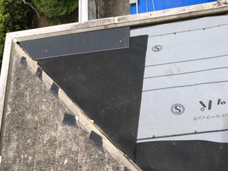 防水紙と水切り金具の設置